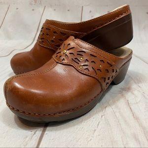 Dansko. Shyanne Distressed Brown Saddle Inlay Clog